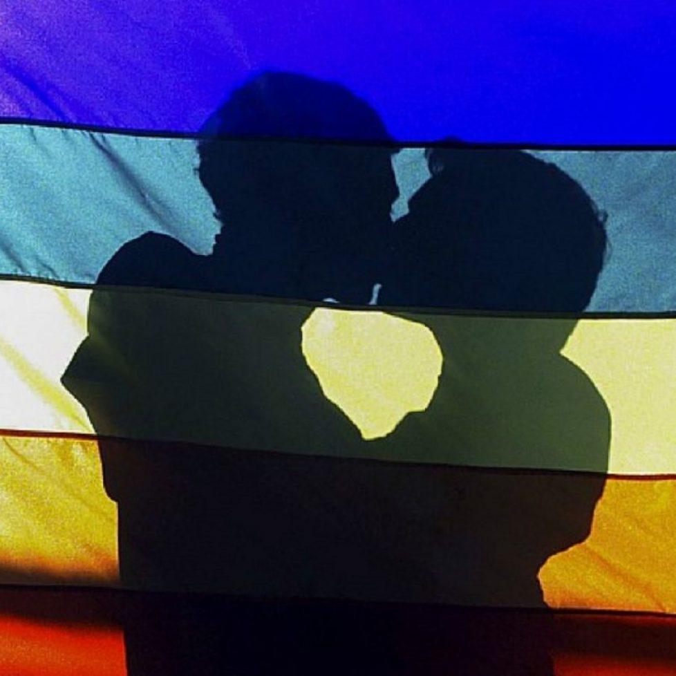 muskaci-lgbt-poljubac-zastava sređeno