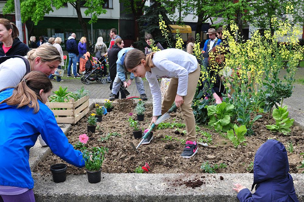 Children gardening in Zagreb